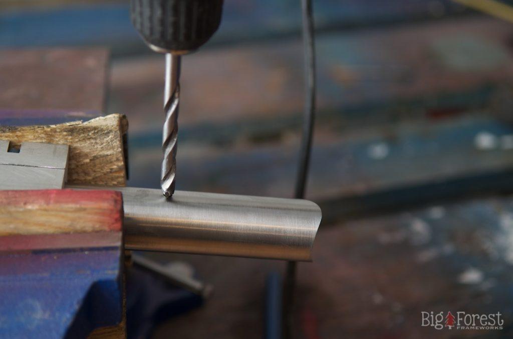 Stahlrahmen innenliegende Kabelfuehrung